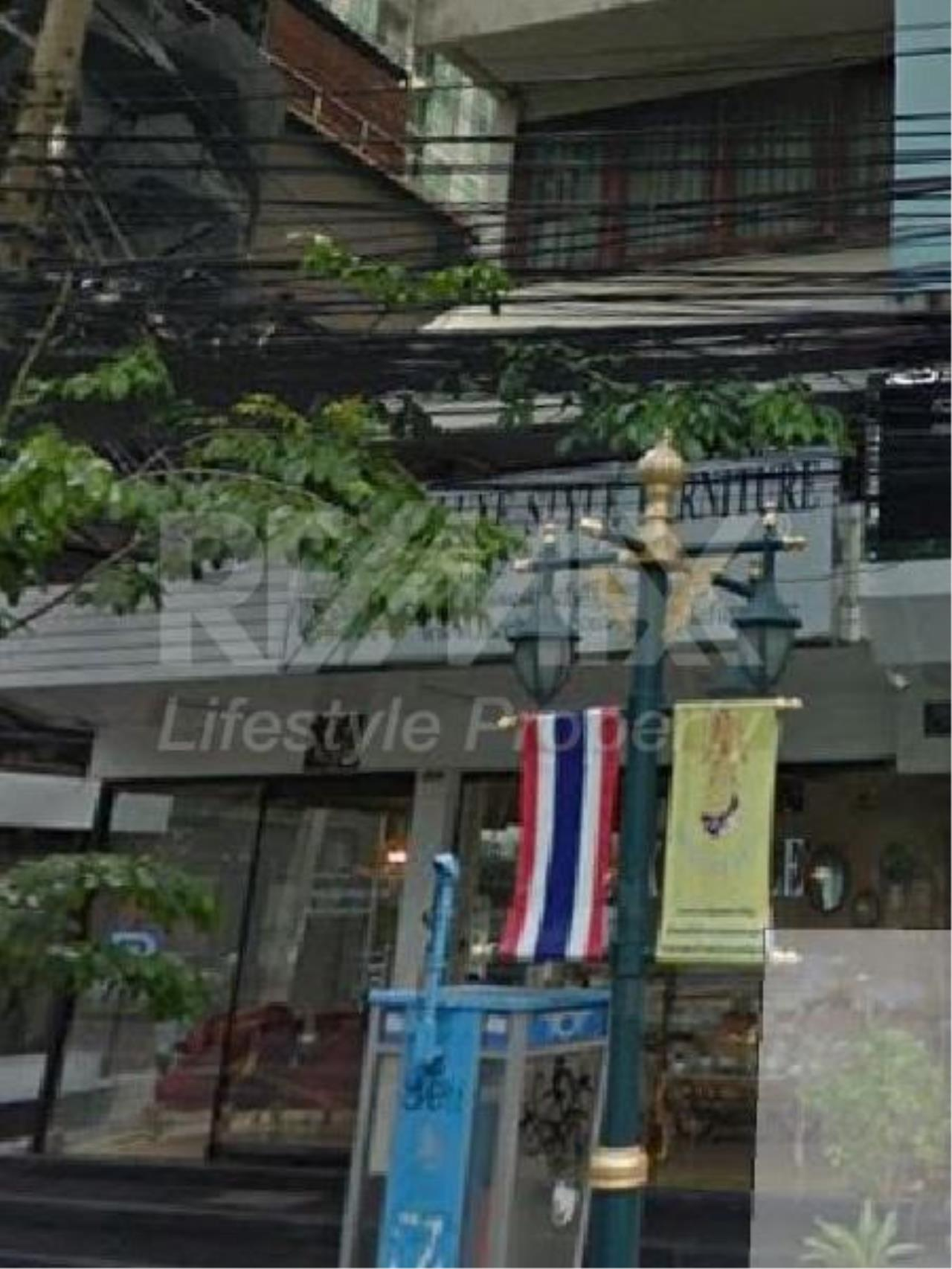RE/MAX LifeStyle Property Agency's Commercial Building Thonglor 23 2