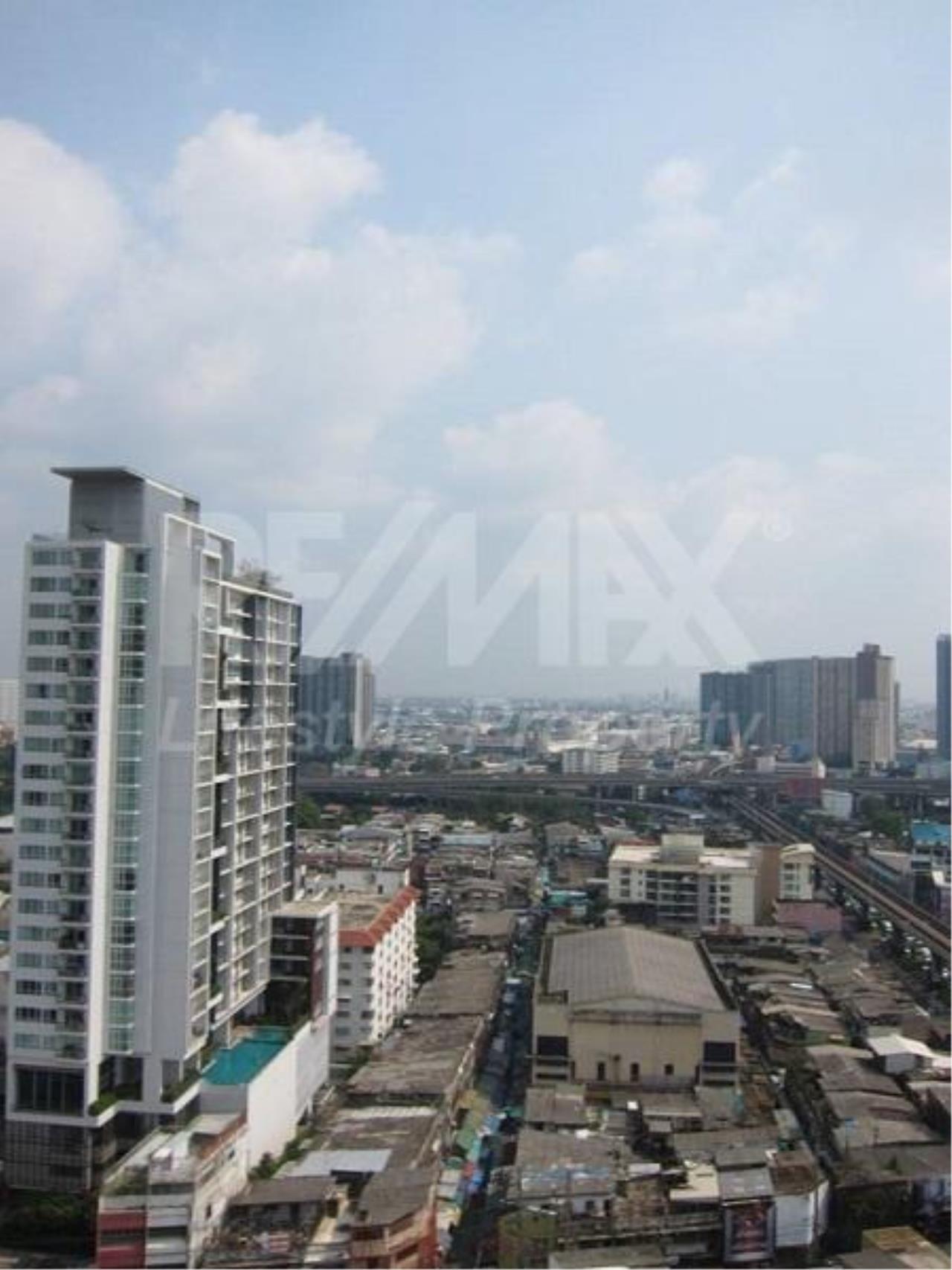 RE/MAX LifeStyle Property Agency's Sky Walk Condominium 3