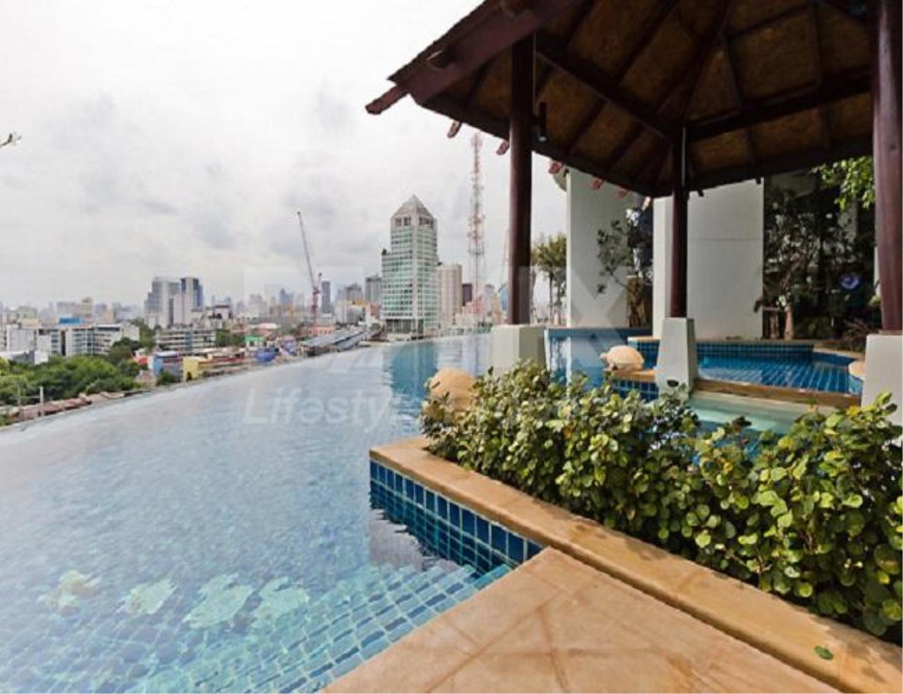 RE/MAX LifeStyle Property Agency's Sky Walk Condominium 16