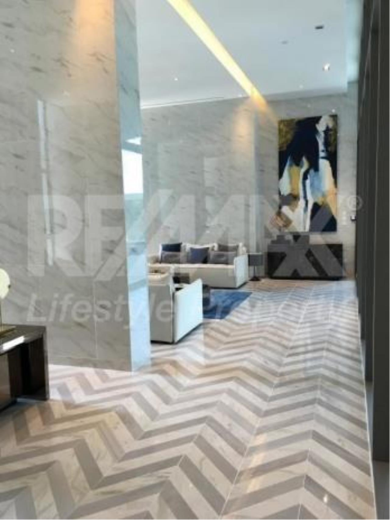 RE/MAX LifeStyle Property Agency's The Room Sukhumvit 69 7
