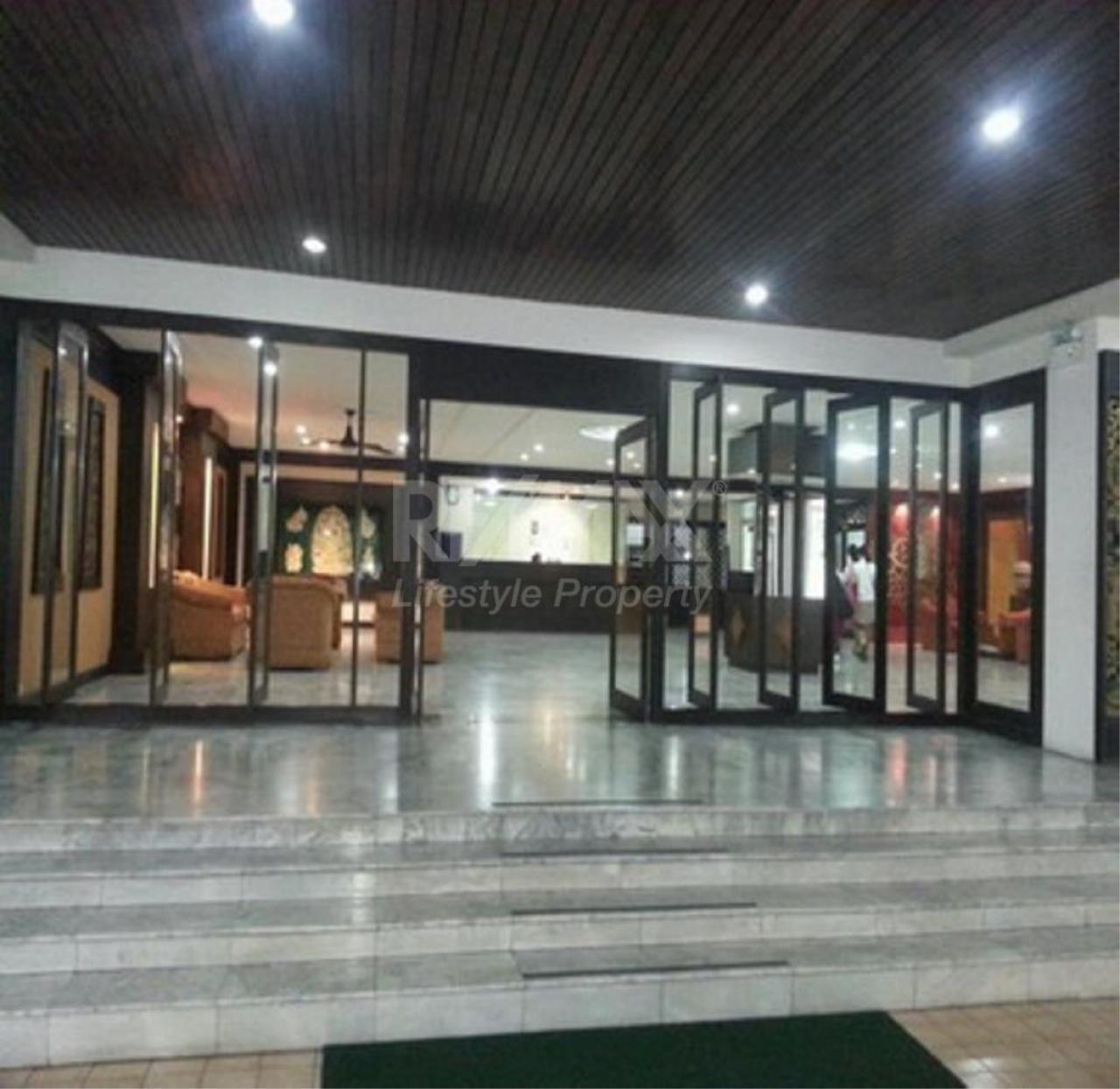 RE/MAX LifeStyle Property Agency's D.S. Tower 2 Sukhumvit 39 4