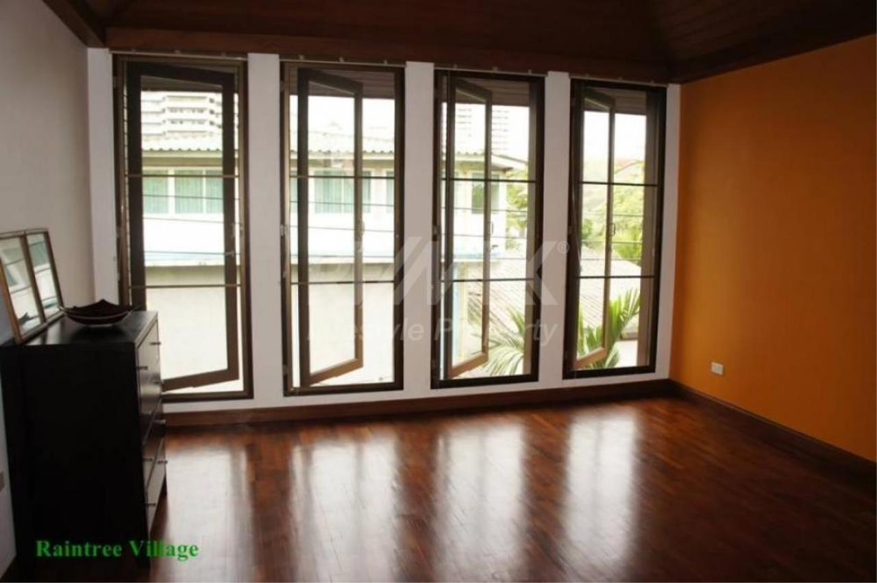 RE/MAX LifeStyle Property Agency's Sukhumvit Villa 11