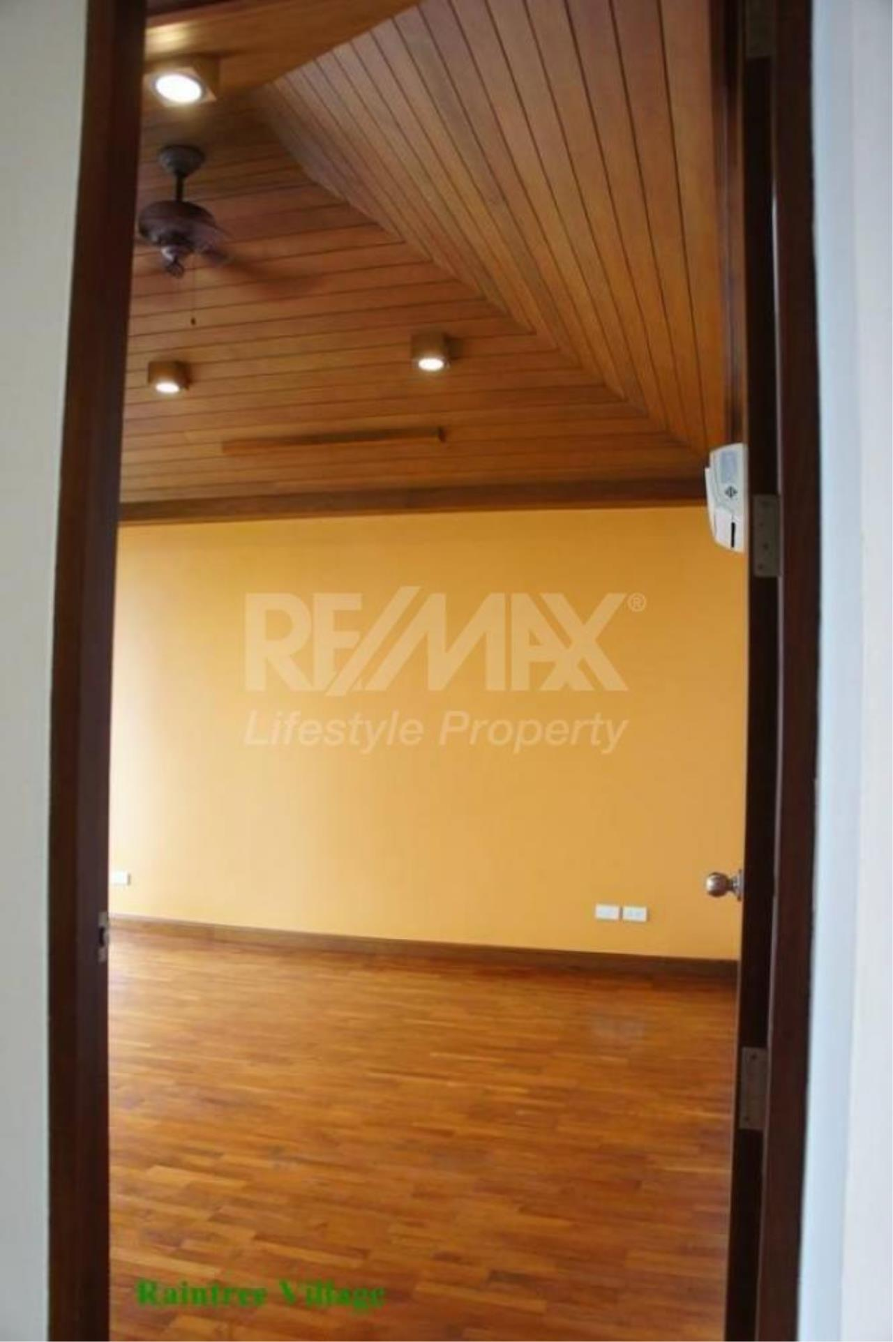RE/MAX LifeStyle Property Agency's Sukhumvit Villa 12