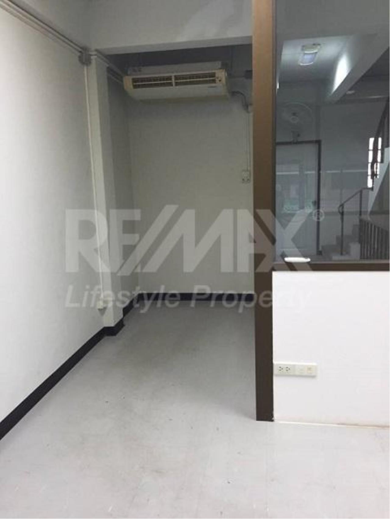 RE/MAX LifeStyle Property Agency's Commercial Rama 2 5