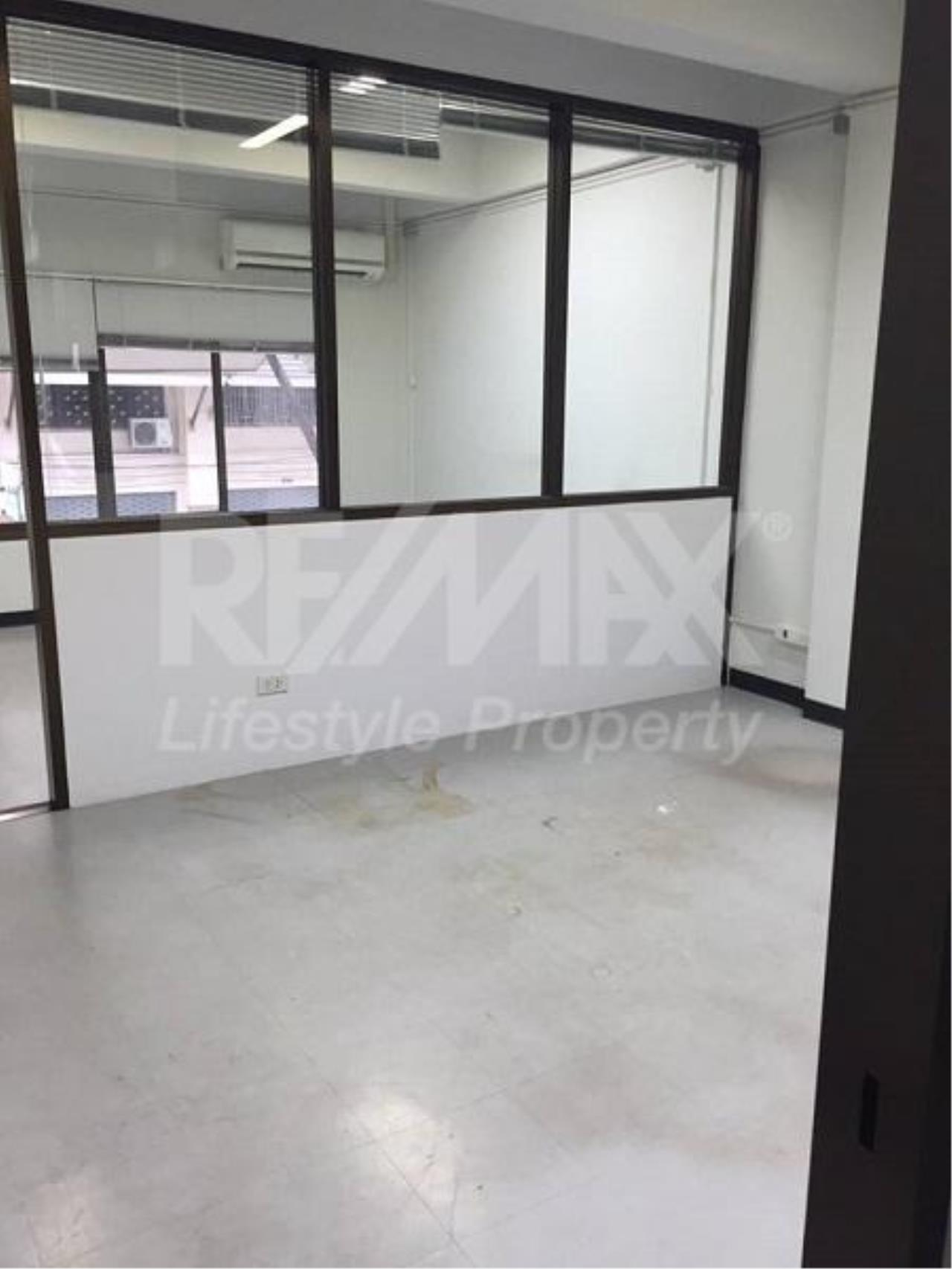 RE/MAX LifeStyle Property Agency's Commercial Rama 2 7