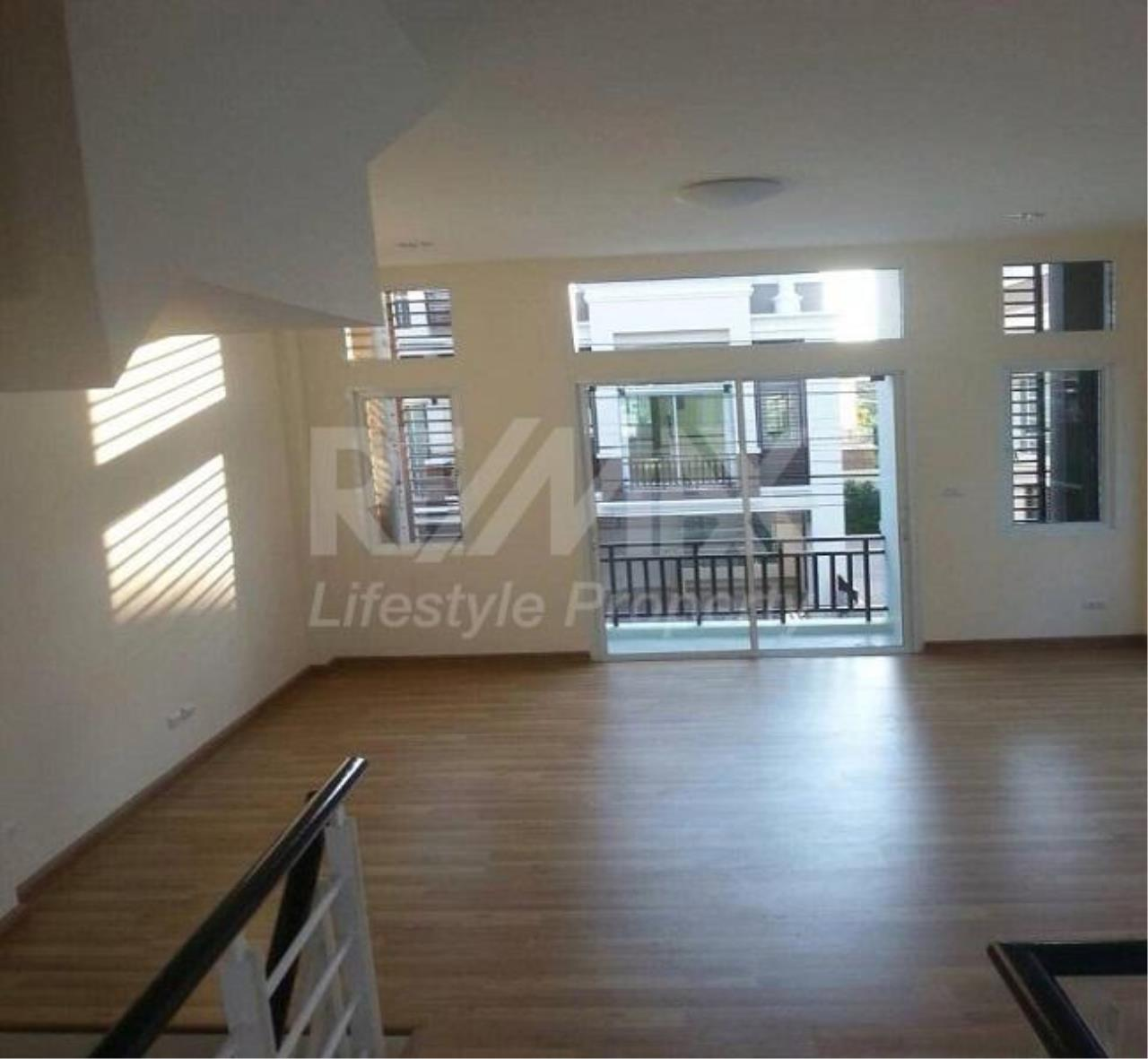RE/MAX LifeStyle Property Agency's Town House Premium Place Nawamin – Ladprao 10 6