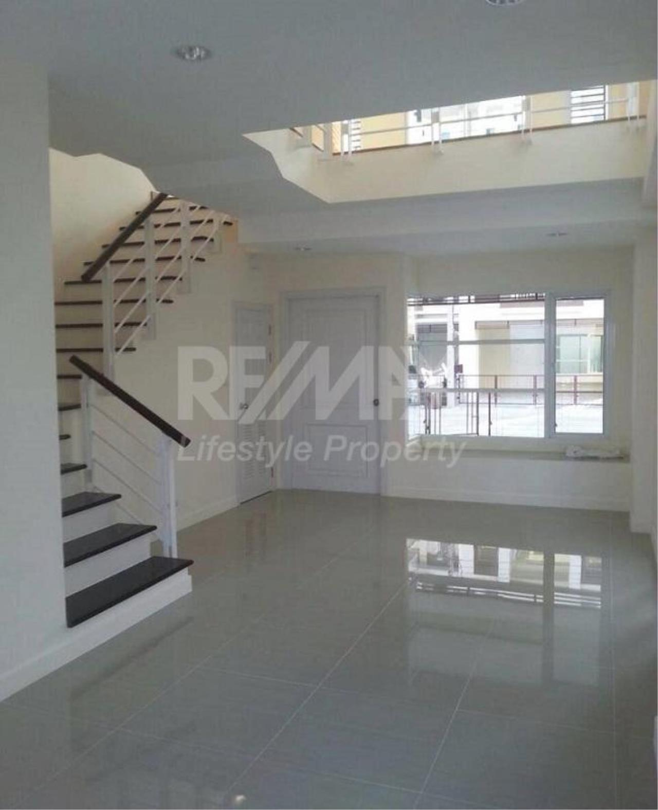 RE/MAX LifeStyle Property Agency's Town House Premium Place Nawamin – Ladprao 10 9