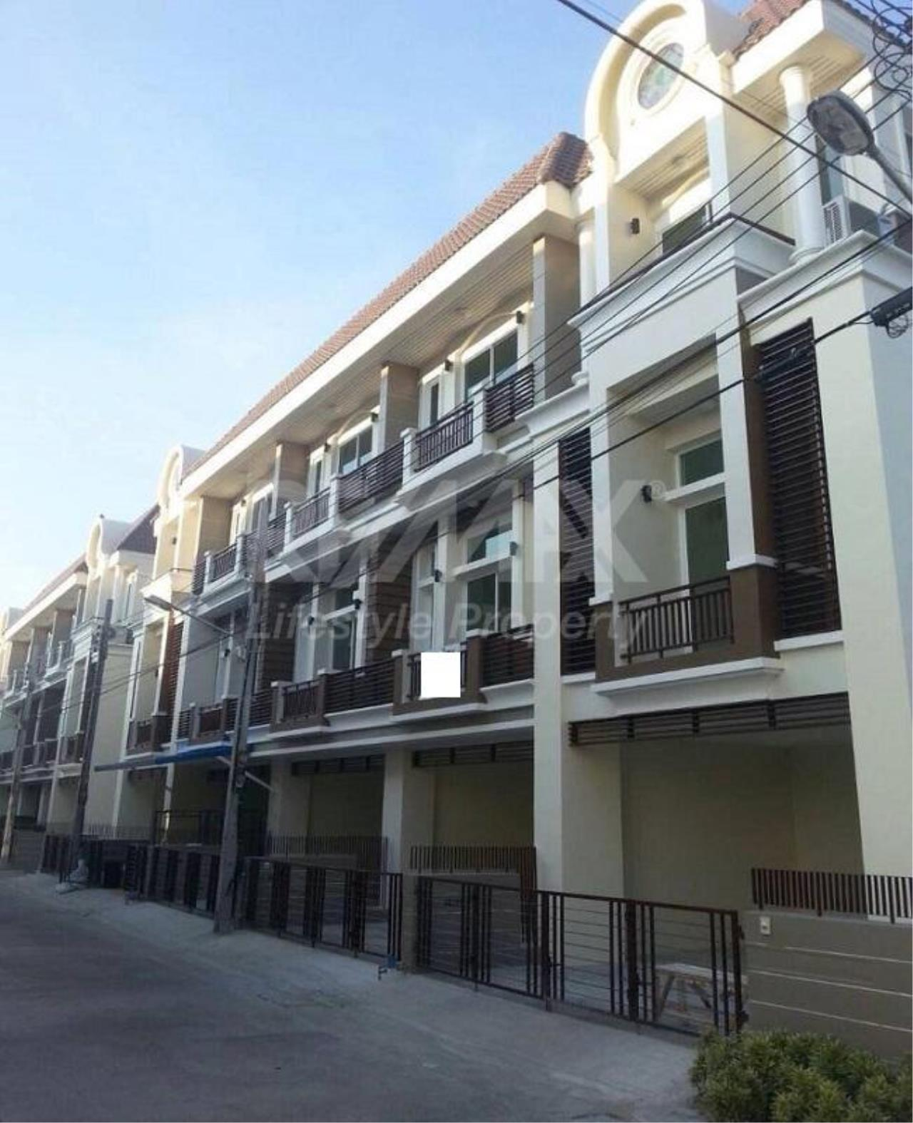 RE/MAX LifeStyle Property Agency's Town House Premium Place Nawamin – Ladprao 10 12