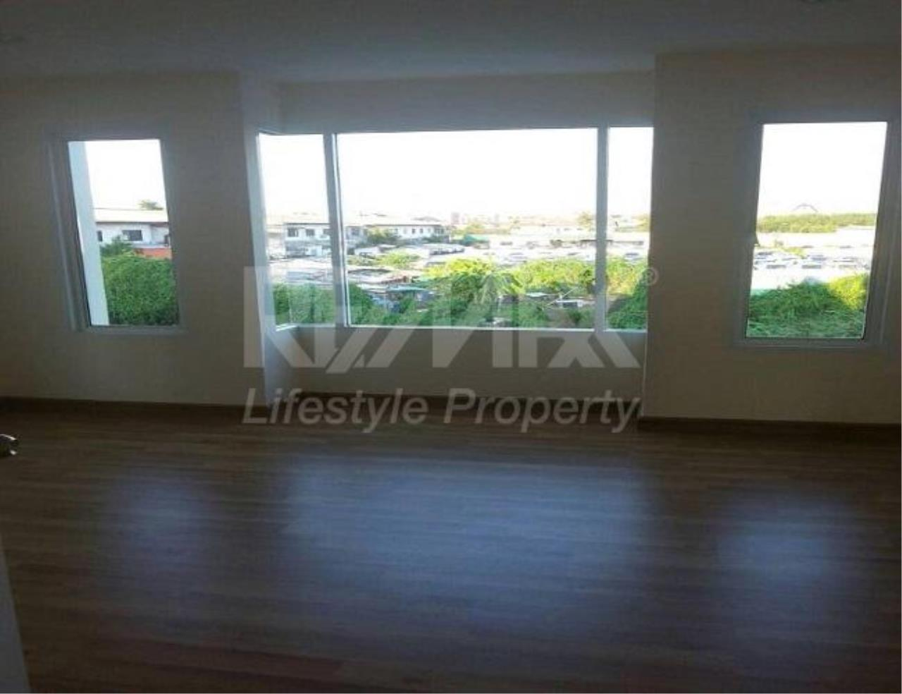 RE/MAX LifeStyle Property Agency's Town House Premium Place Nawamin – Ladprao 10 2