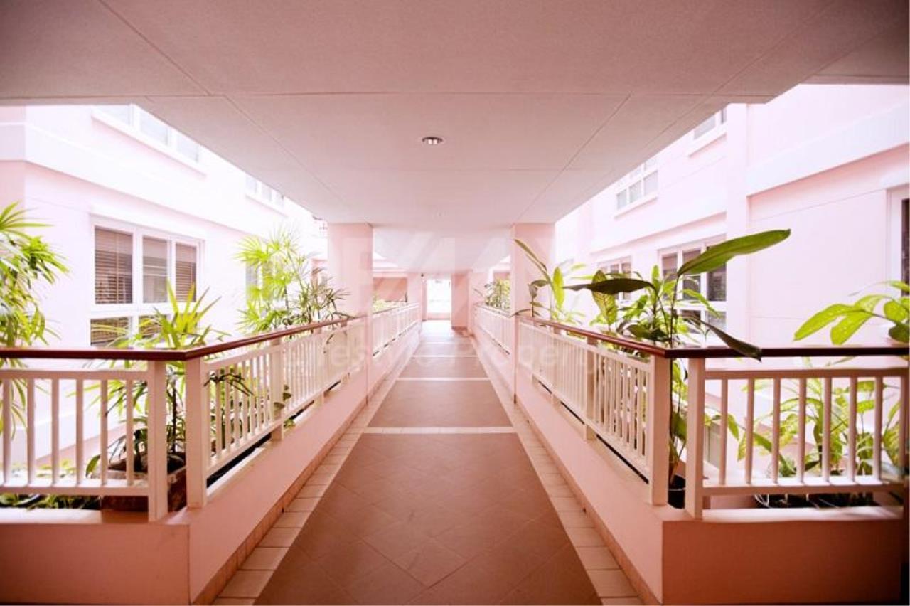 RE/MAX LifeStyle Property Agency's Baan Siri Sukhumvit 13 14