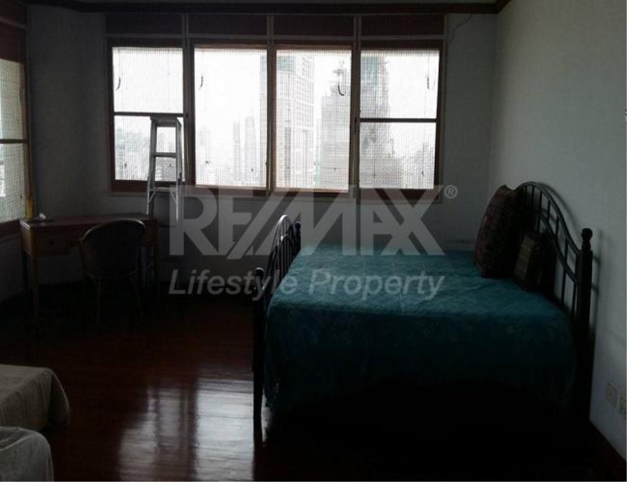 RE/MAX LifeStyle Property Agency's Le Raffine Sukhumvit 24 10