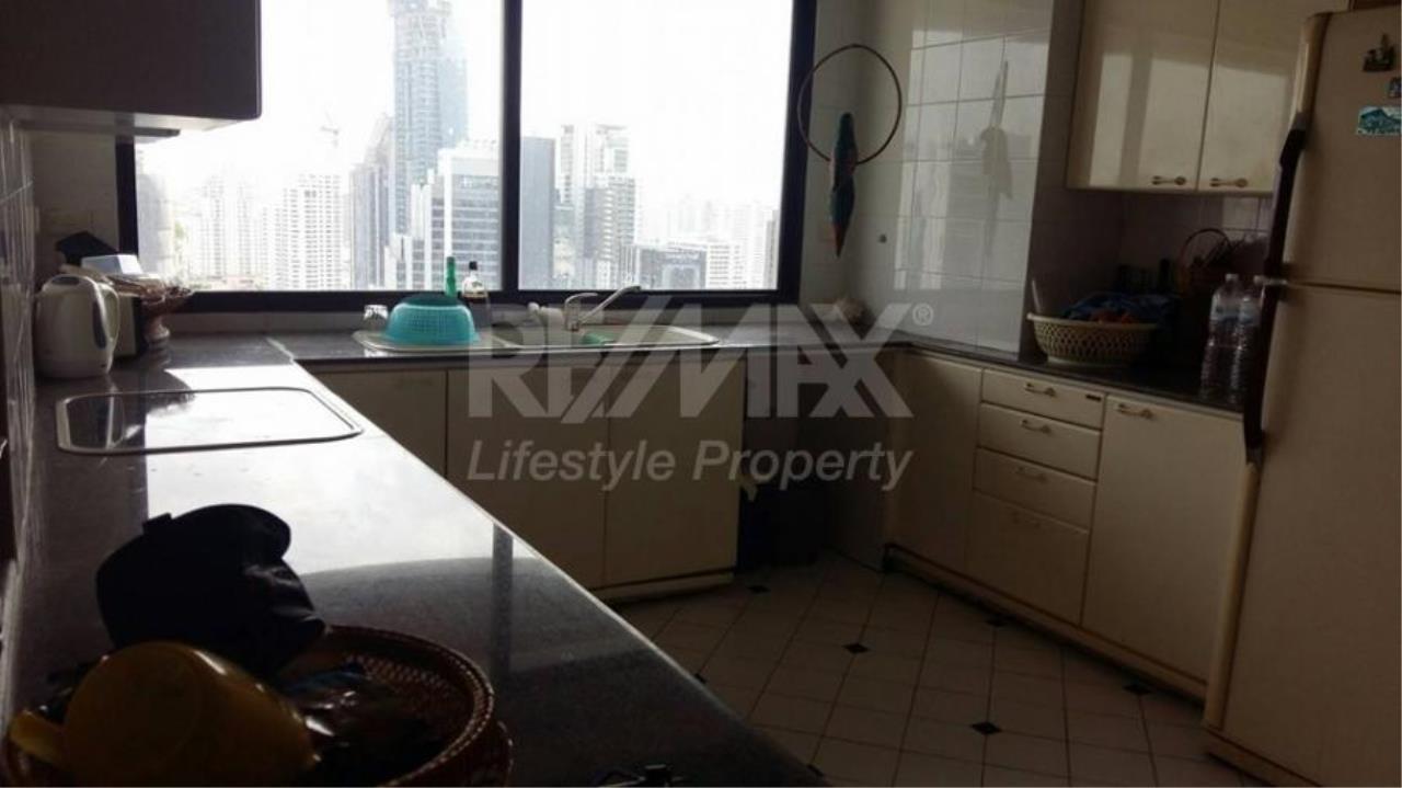 RE/MAX LifeStyle Property Agency's Le Raffine Sukhumvit 24 6