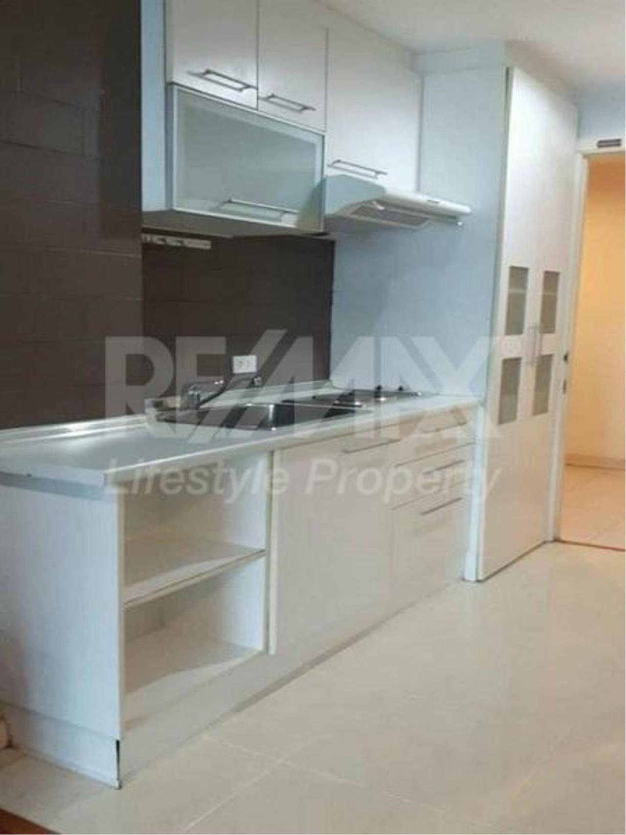 RE/MAX LifeStyle Property Agency's Grand Park View Asoke 6