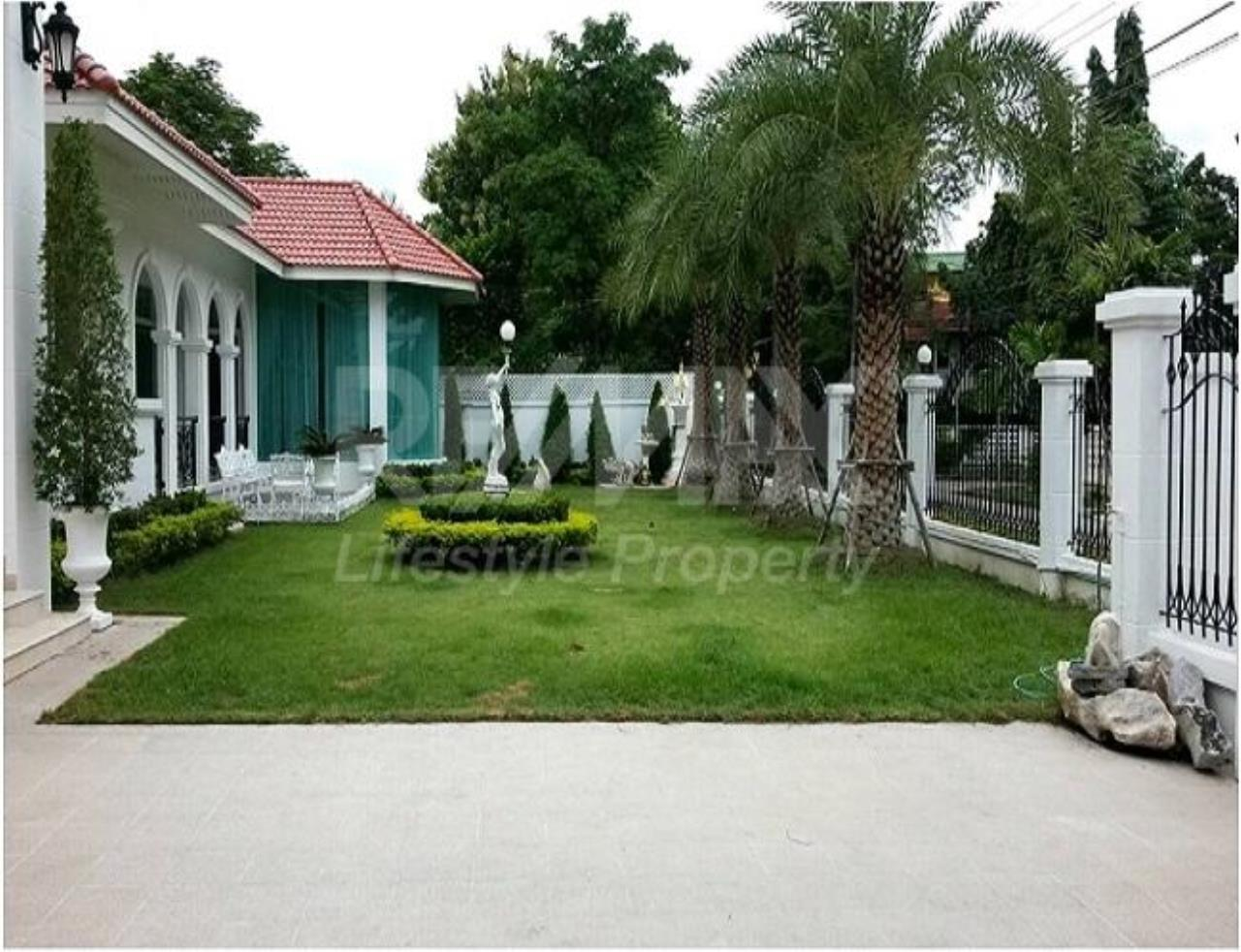 RE/MAX LifeStyle Property Agency's House Ramkhamhaeng 100-112 11