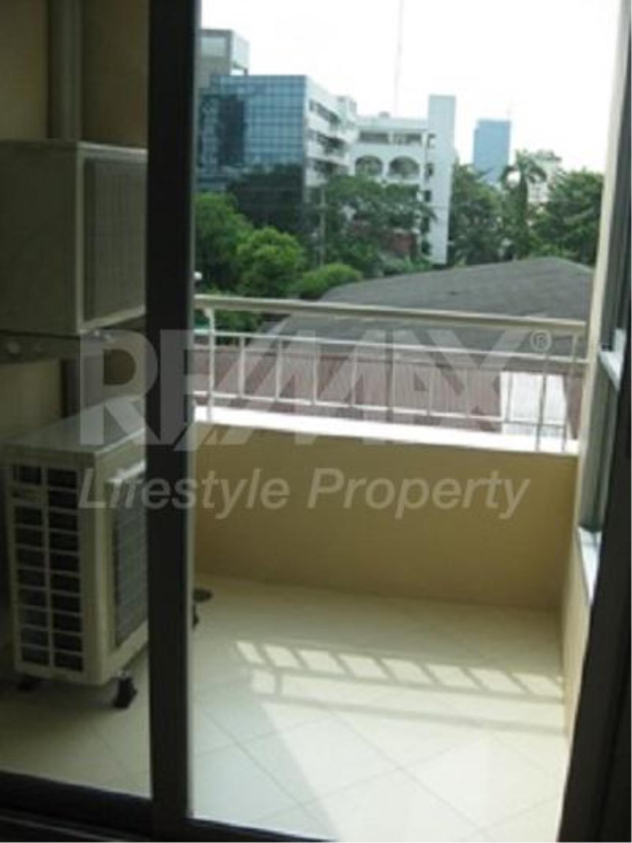 RE/MAX LifeStyle Property Agency's The Address Sukhumvit 42 5