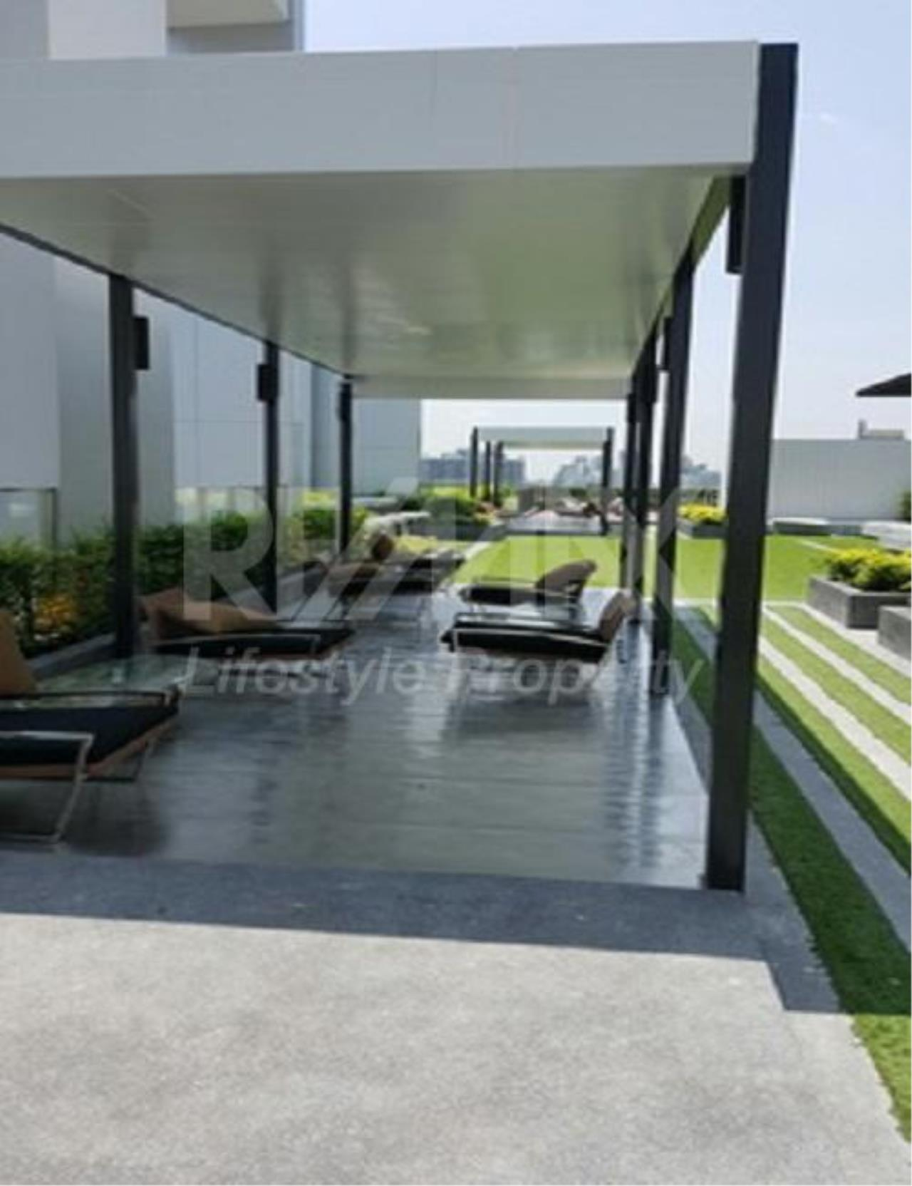 RE/MAX LifeStyle Property Agency's Condolette Midst Rama 9 3