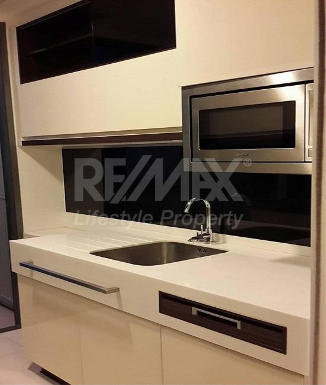 RE/MAX LifeStyle Property Agency's The Room Sukhumvit 62 5