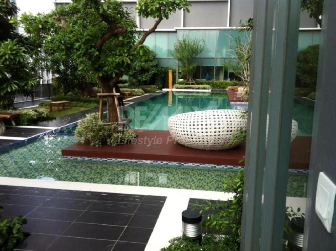 RE/MAX LifeStyle Property Agency's Ideo Mobi Sukhumvit 12