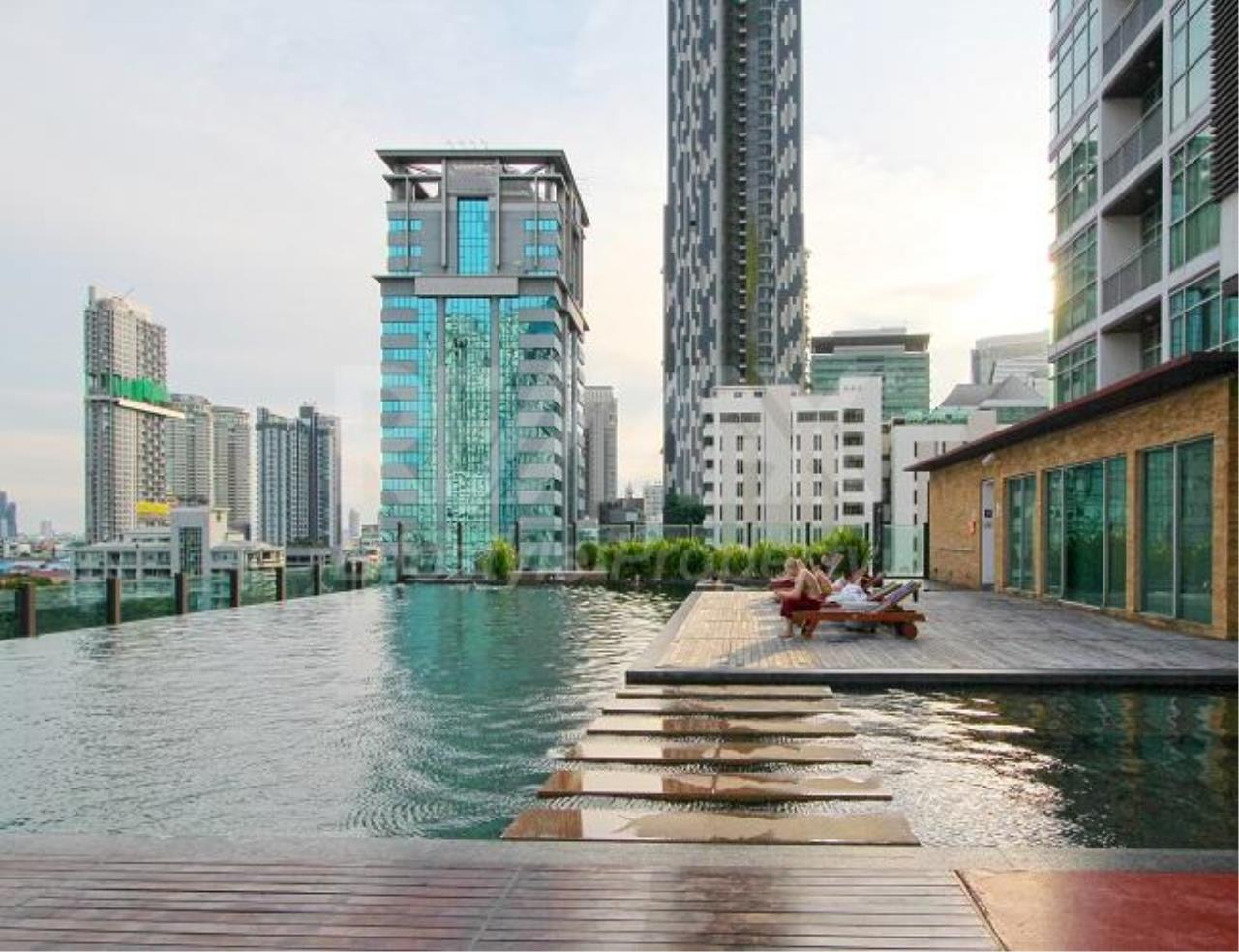 RE/MAX LifeStyle Property Agency's Urbana Sathorn 2