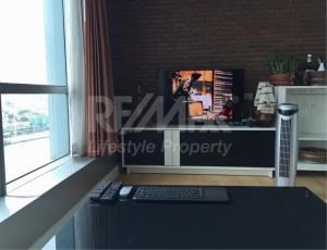 RE/MAX LifeStyle Property Agency's Baan Sathorn Chaopraya 9