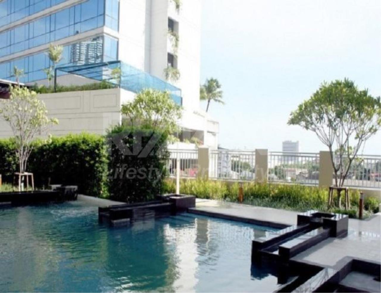 RE/MAX LifeStyle Property Agency's Condo One X Sukhumvit 26 11