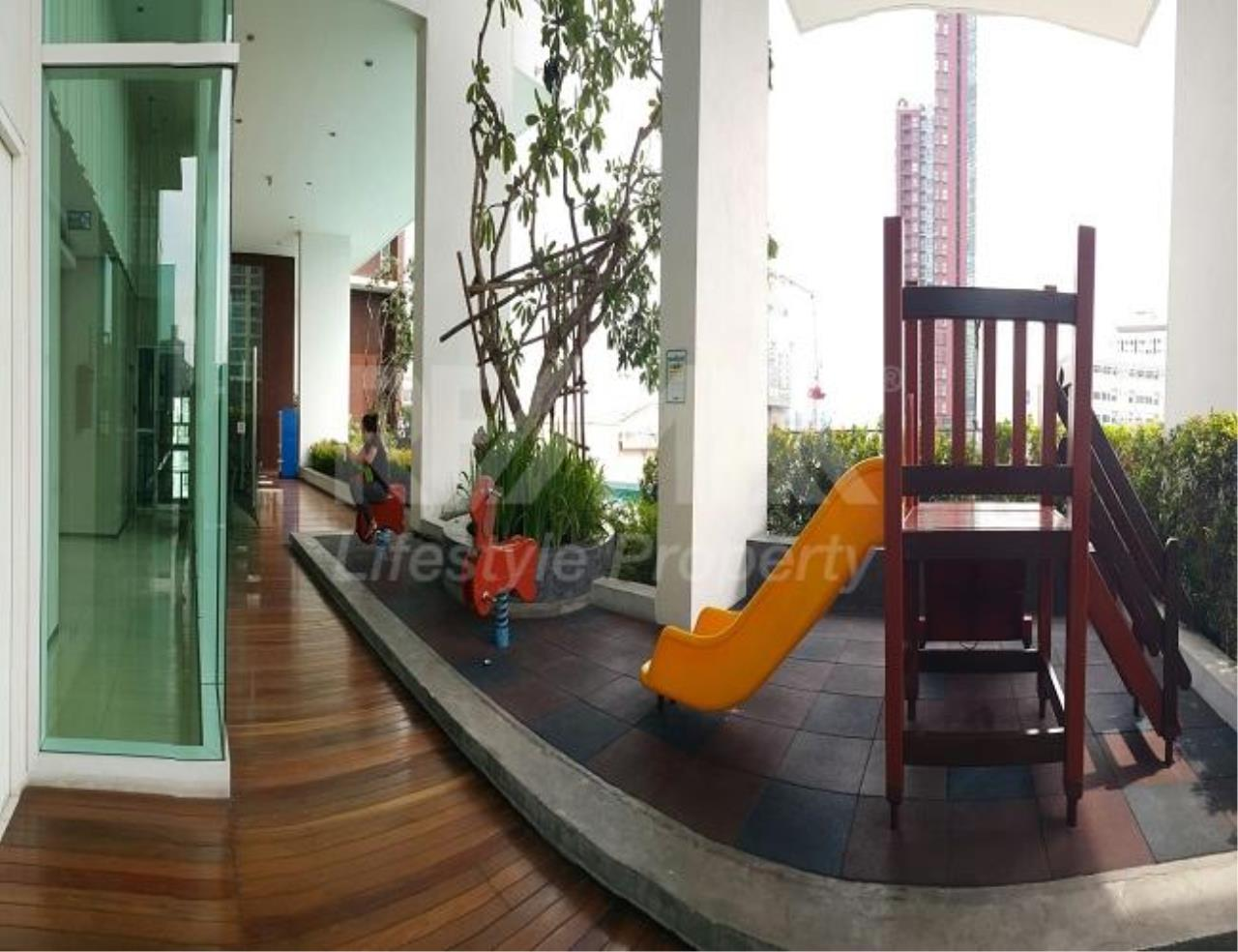 RE/MAX LifeStyle Property Agency's The Bloom Sukhumvit 71 4