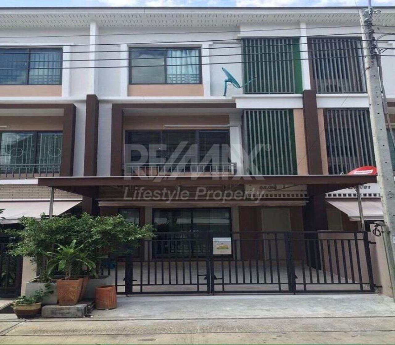 RE/MAX LifeStyle Property Agency's Town House Sukhumvit 77 4