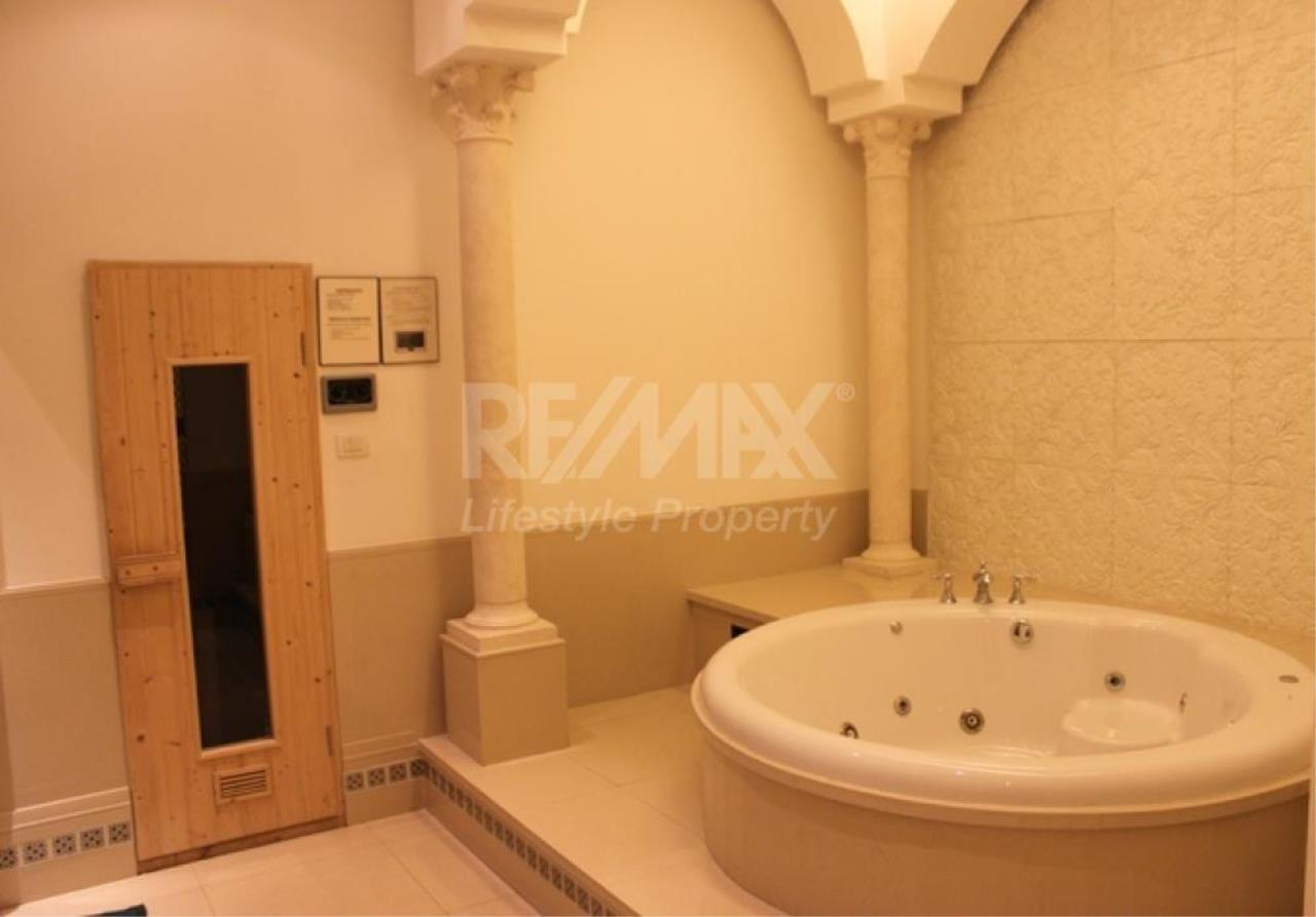 RE/MAX LifeStyle Property Agency's Aguston Sukhumvit 22 4