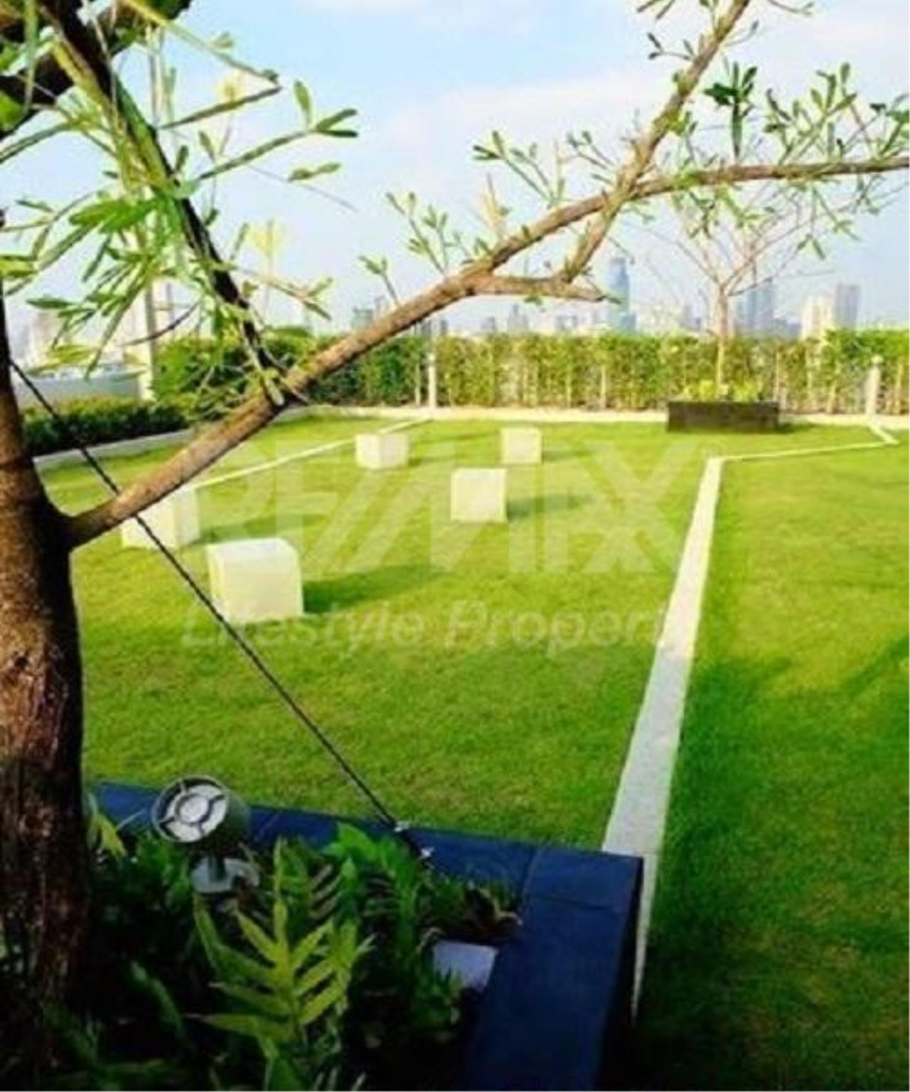 RE/MAX LifeStyle Property Agency's Supalai Lite Sathorn - Charoenrat 11