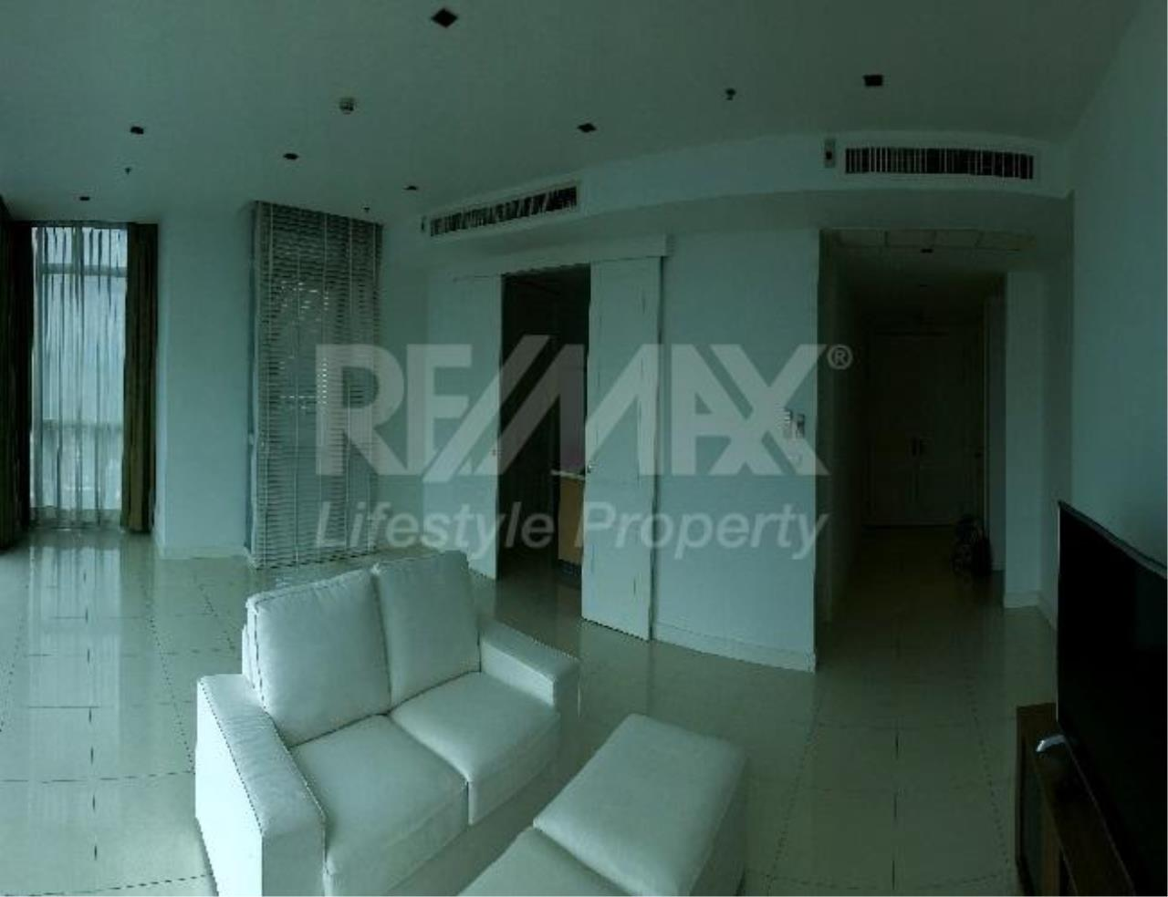 RE/MAX LifeStyle Property Agency's Athenee Residence 8