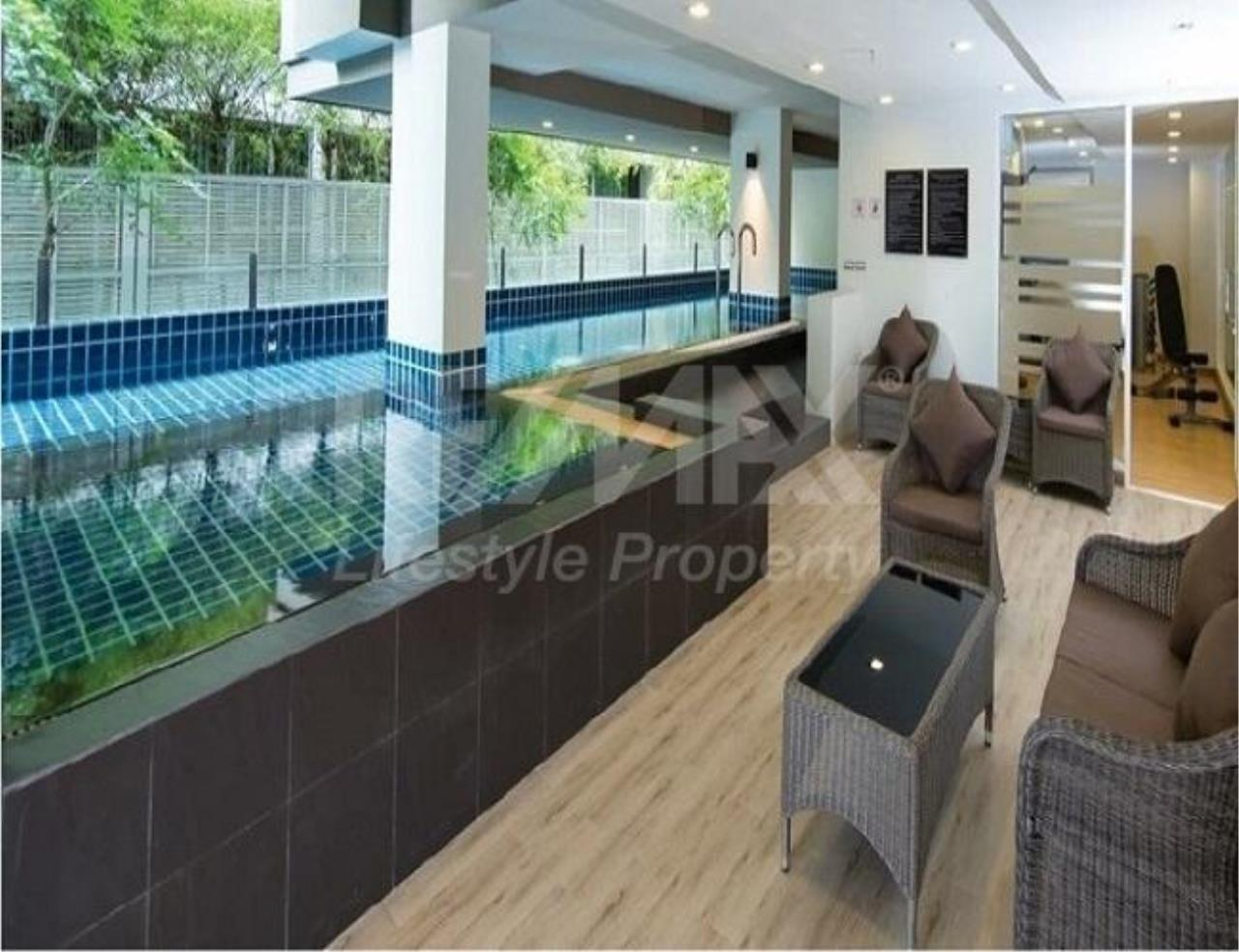 RE/MAX LifeStyle Property Agency's Tree Condo Sukhumvit 42 2