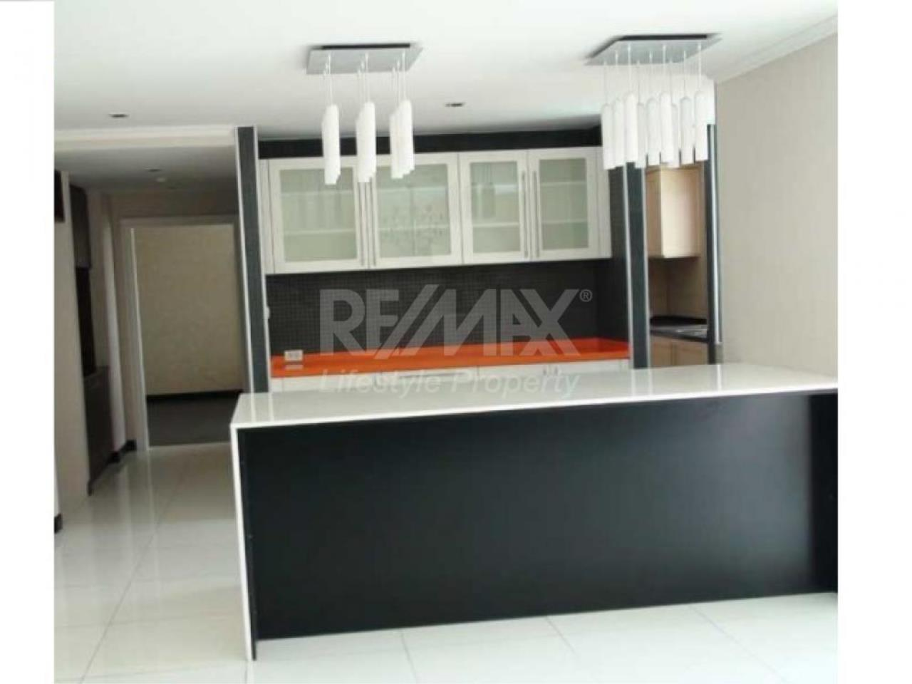 RE/MAX LifeStyle Property Agency's Flora Ville 4