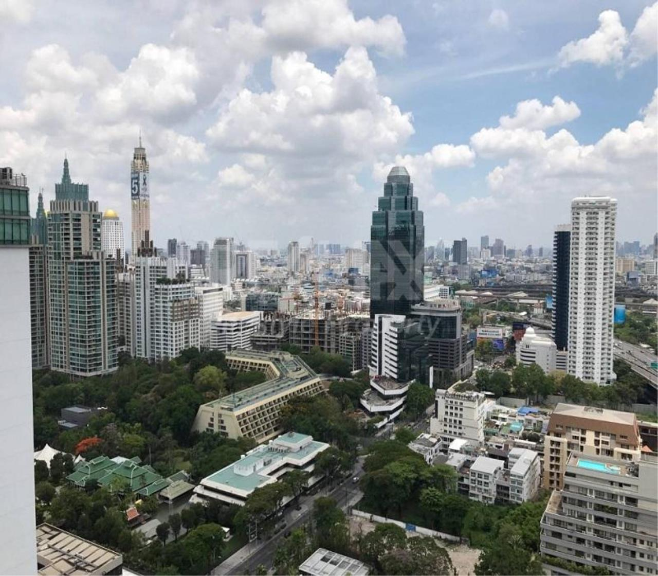 RE/MAX LifeStyle Property Agency's Noble Ploenchit 1