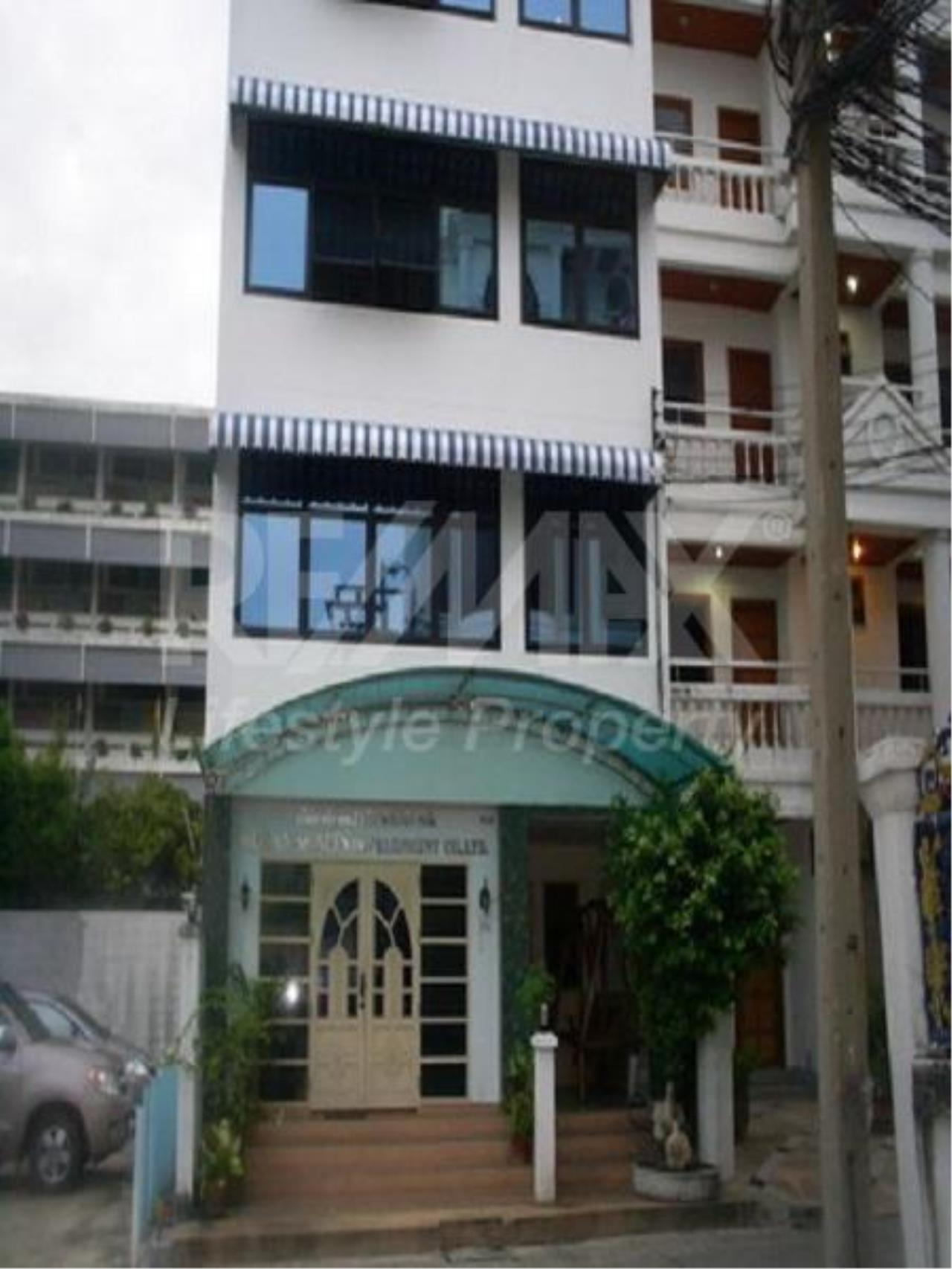 RE/MAX LifeStyle Property Agency's Commercial Thonglor 4