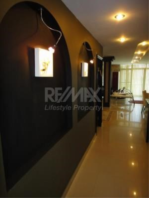 RE/MAX LifeStyle Property Agency's Baan Prompong 15