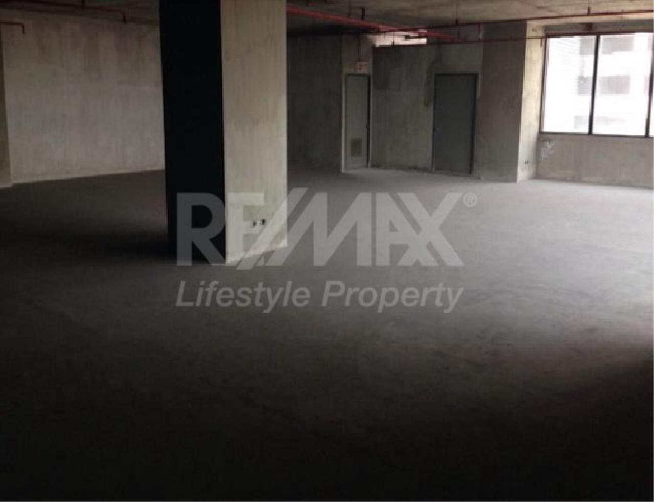 RE/MAX LifeStyle Property Agency's Commercial Rama 3 5