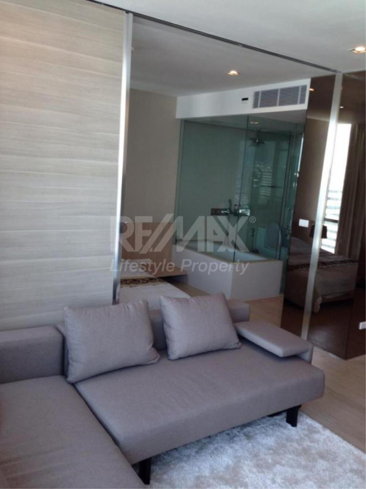 RE/MAX LifeStyle Property Agency's The Room Sukhumvit 21 5
