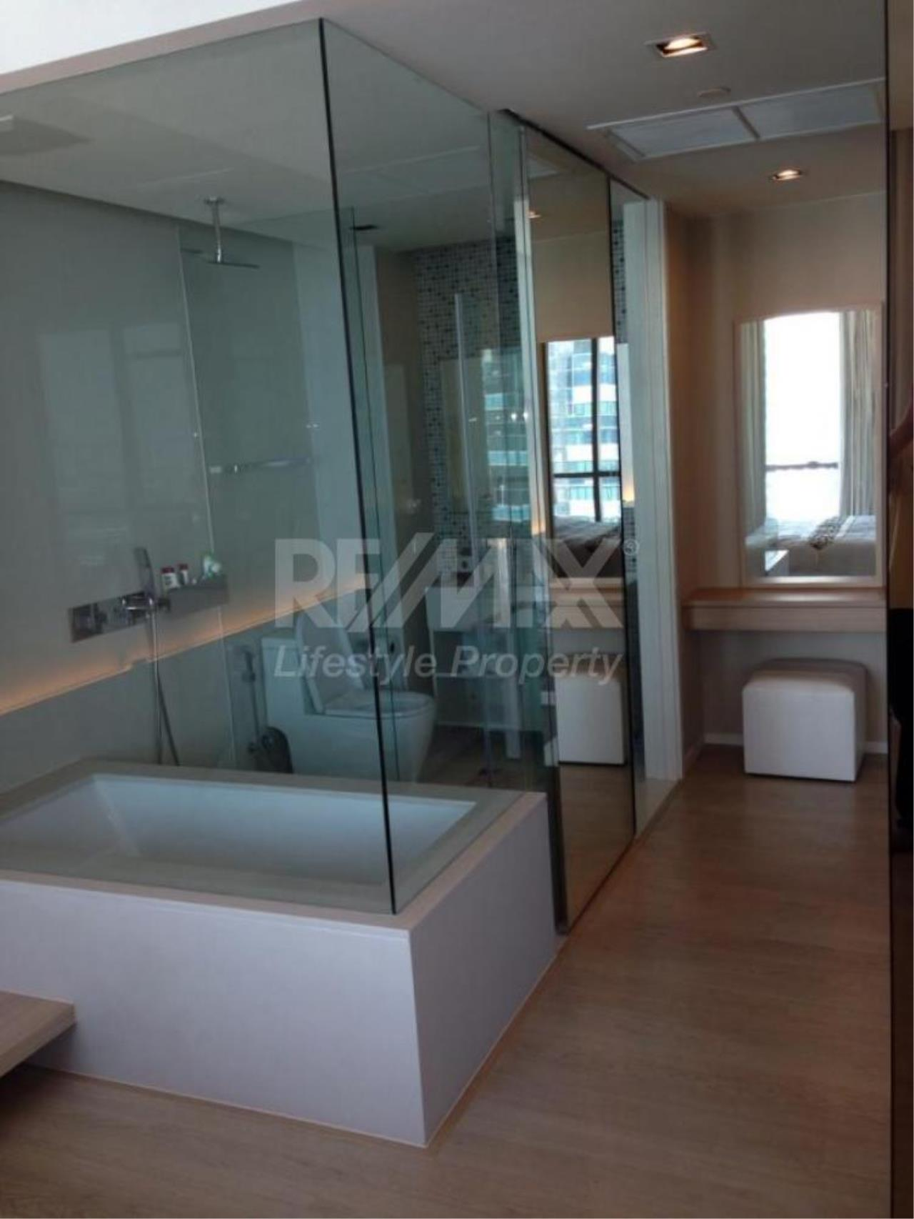 RE/MAX LifeStyle Property Agency's The Room Sukhumvit 21 6