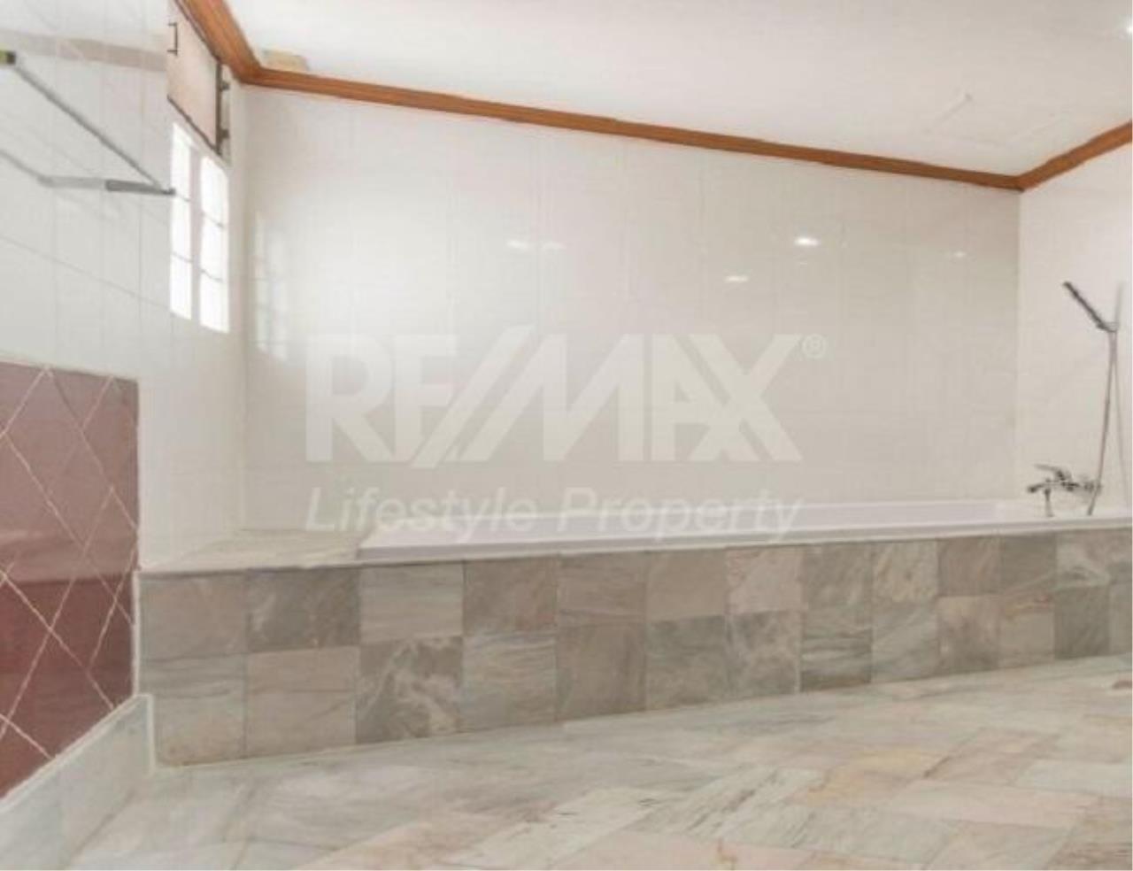 RE/MAX LifeStyle Property Agency's D.S. Tower 1 Sukhumvit 33 6