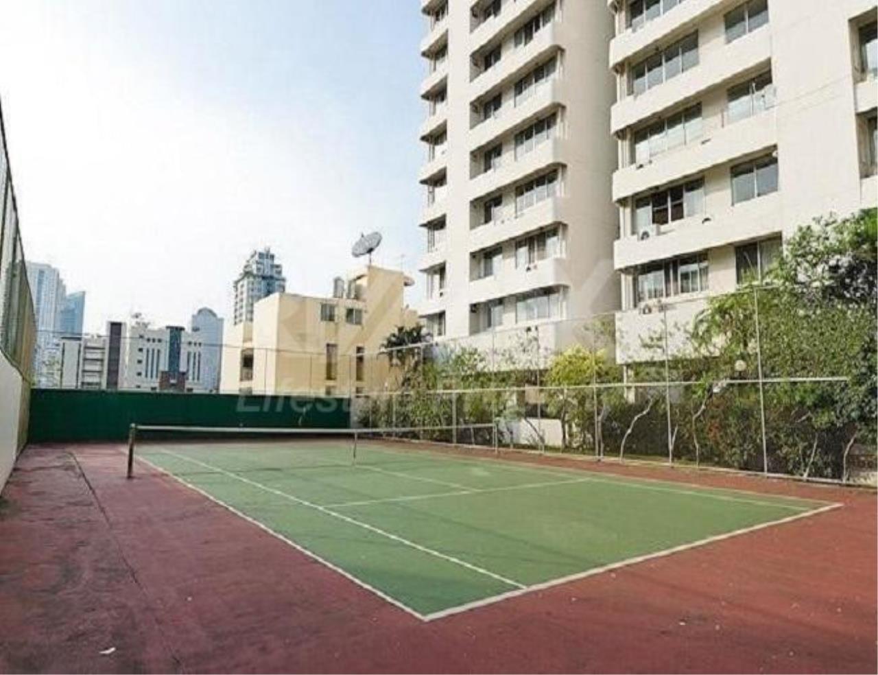 RE/MAX LifeStyle Property Agency's D.S. Tower 1 Sukhumvit 33 3