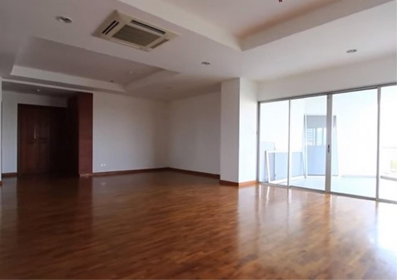 Bangkok Residential Agency's 3 Bed Apartment For Rent in Sathorn BR0036AP 1