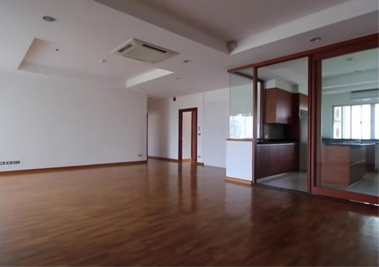 Bangkok Residential Agency's 3 Bed Apartment For Rent in Sathorn BR0036AP 2