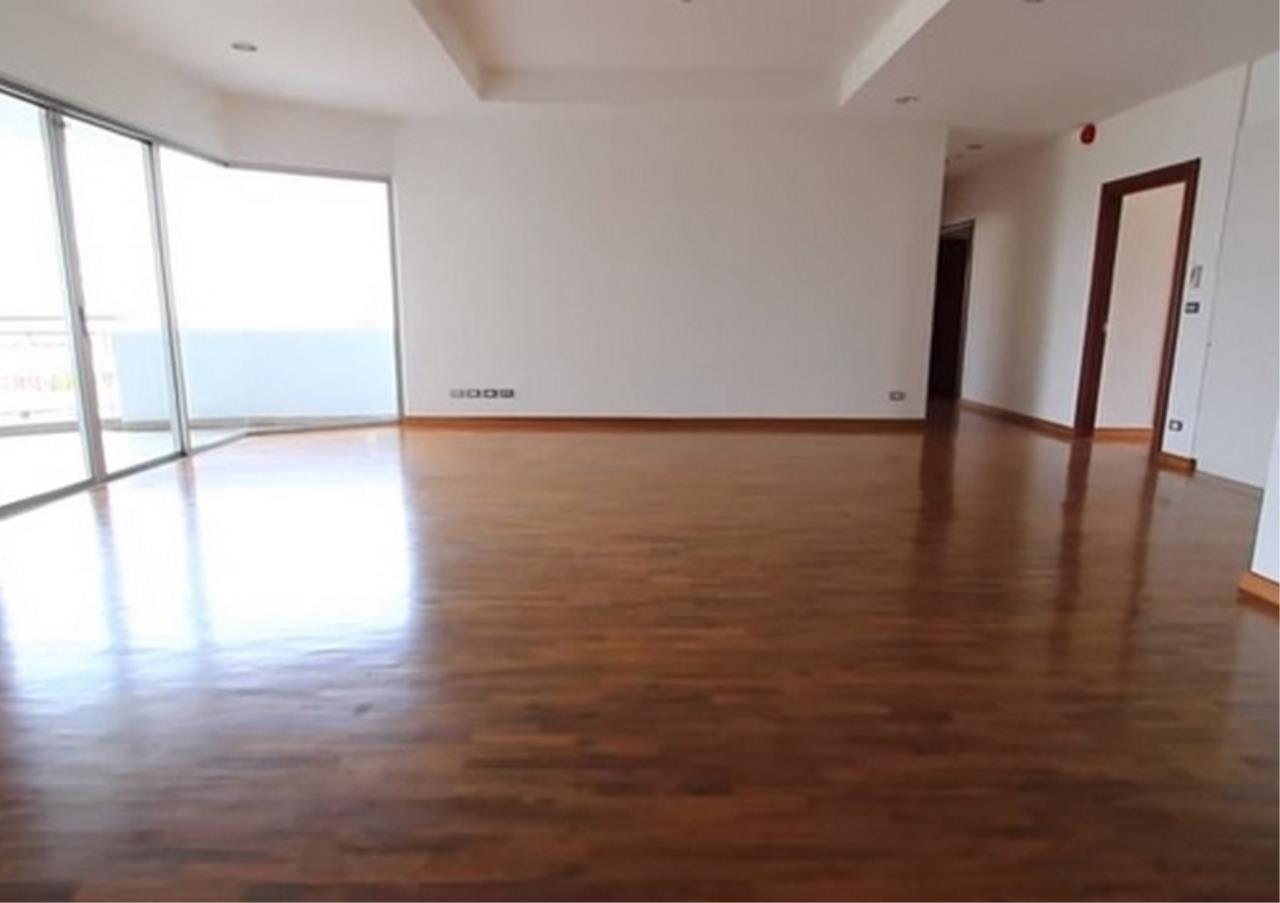Bangkok Residential Agency's 3 Bed Apartment For Rent in Sathorn BR0036AP 4