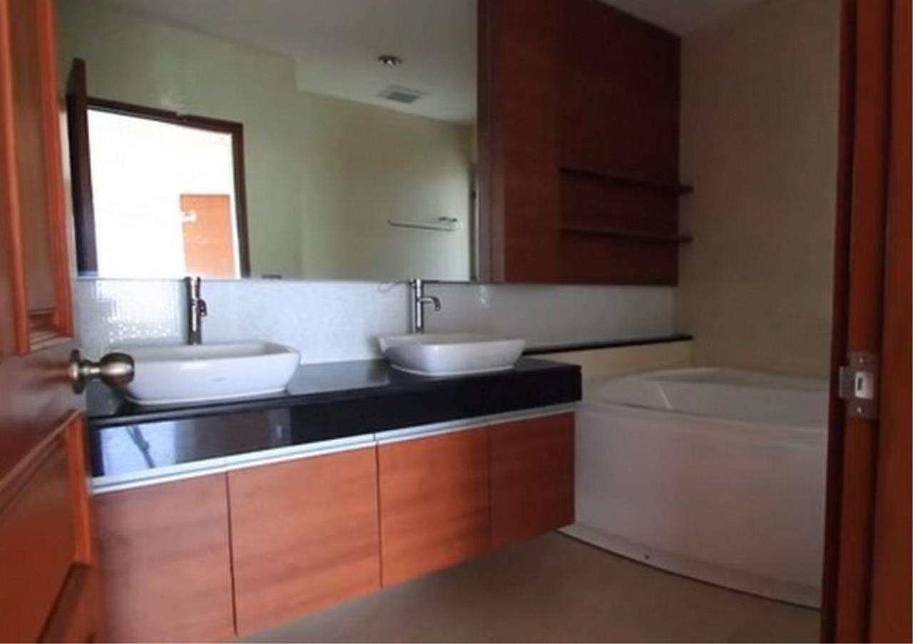 Bangkok Residential Agency's 3 Bed Apartment For Rent in Sathorn BR0036AP 5