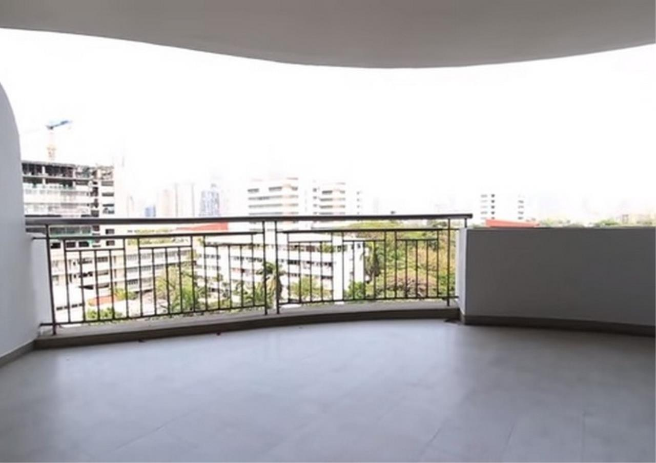 Bangkok Residential Agency's 3 Bed Apartment For Rent in Sathorn BR0036AP 8