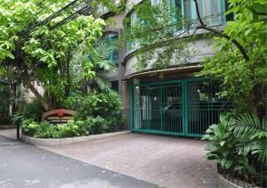 Bangkok Residential Agency's 3 Bed Apartment For Rent in Chidlom BR0101AP 2