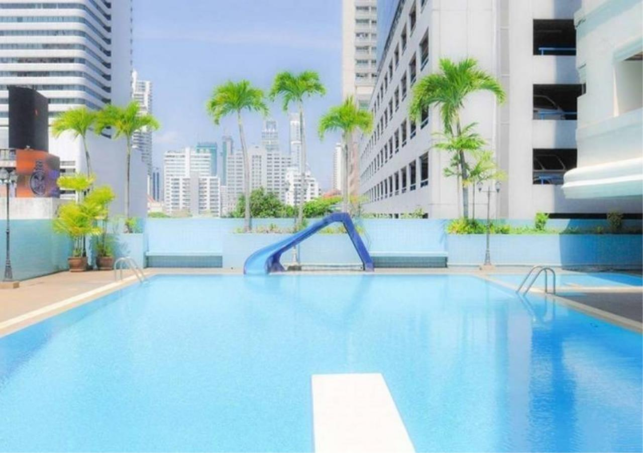 Bangkok Residential Agency's 4 Bed Apartment For Rent in Asoke BR0274AP 2