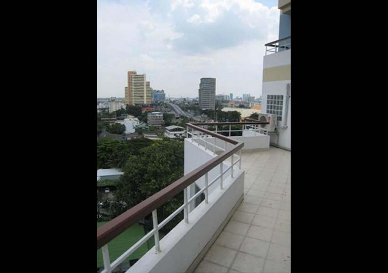Bangkok Residential Agency's 2 Bed Apartment For Rent in Asoke BR0336AP 3