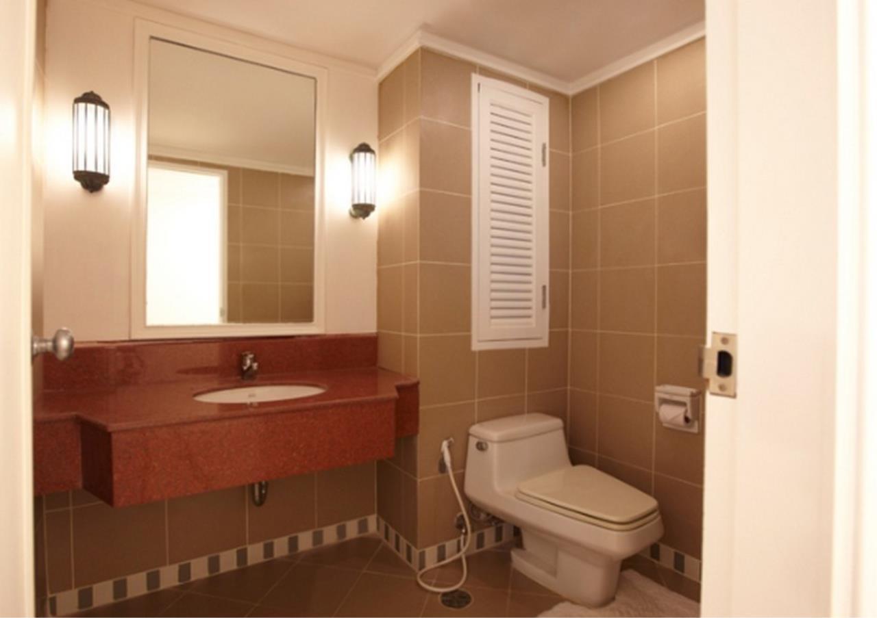 Bangkok Residential Agency's 3 Bed Apartment For Rent in Asoke BR0364AP 9