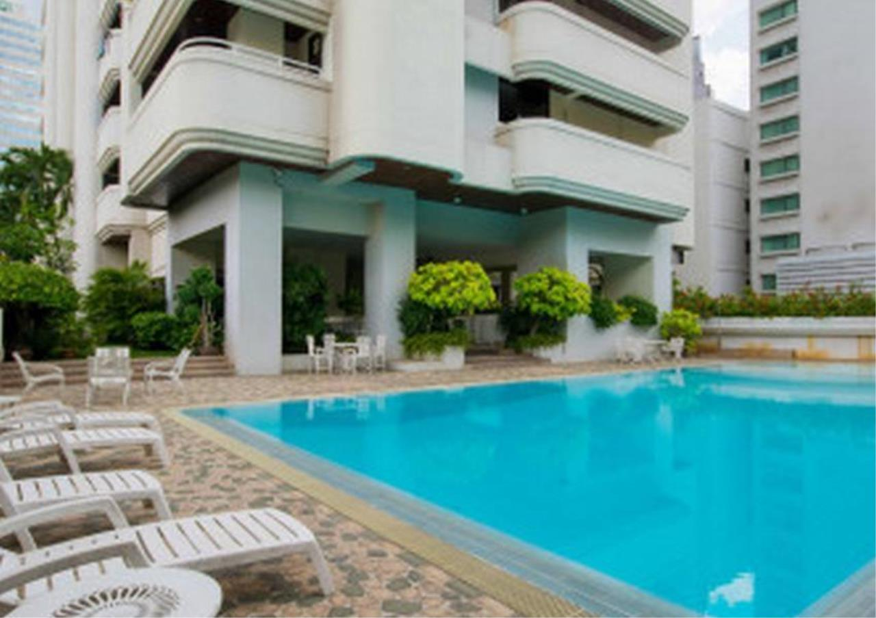 Bangkok Residential Agency's 3 Bed Apartment For Rent in Nana BR0572AP 2